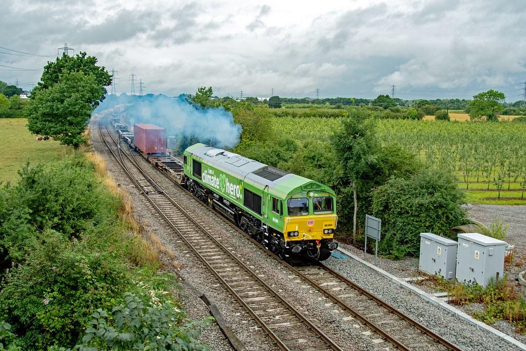66004 4L38 East Midlands Gateway - Felixstowe. Departs Castle Donnington, Hemington, with a trail of exhaust. 30.07.21