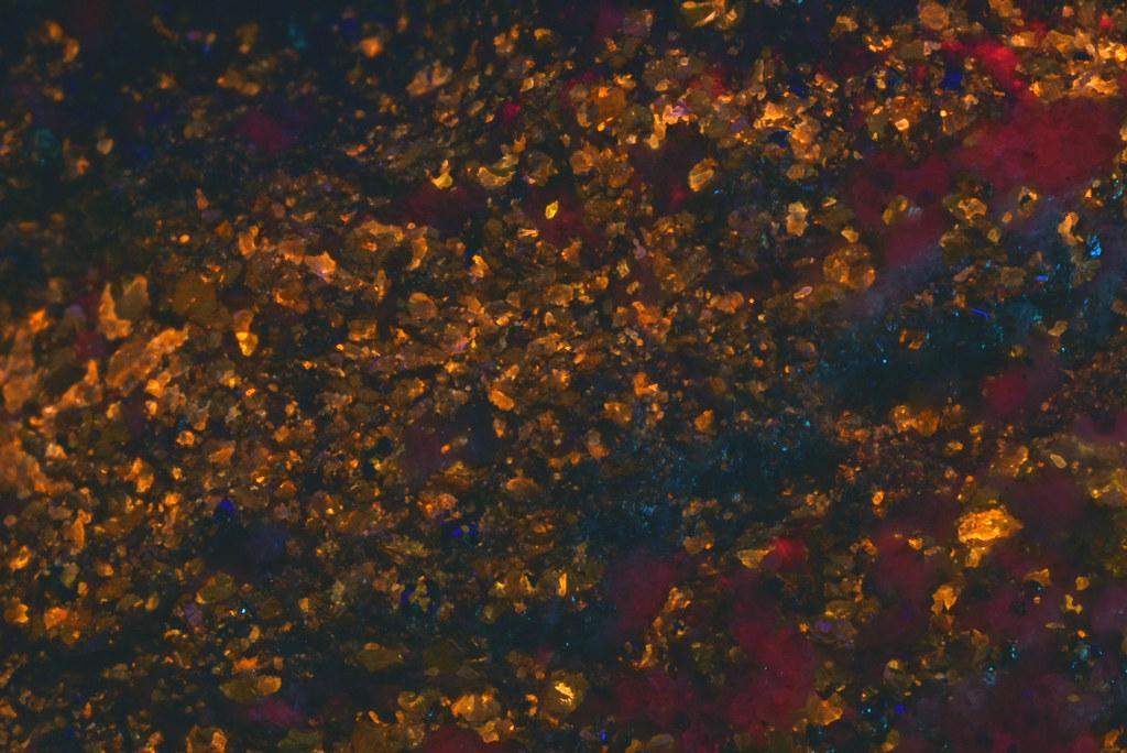 閃亜鉛鉱 / Sphalerite(短波紫外線照射)