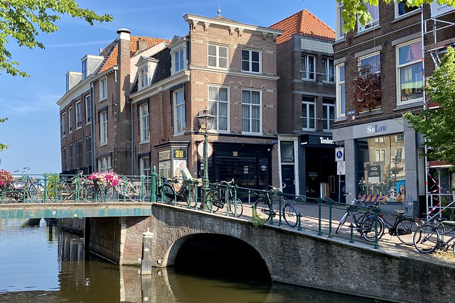 Oude Rijn and the entrance to the Donkersteeg