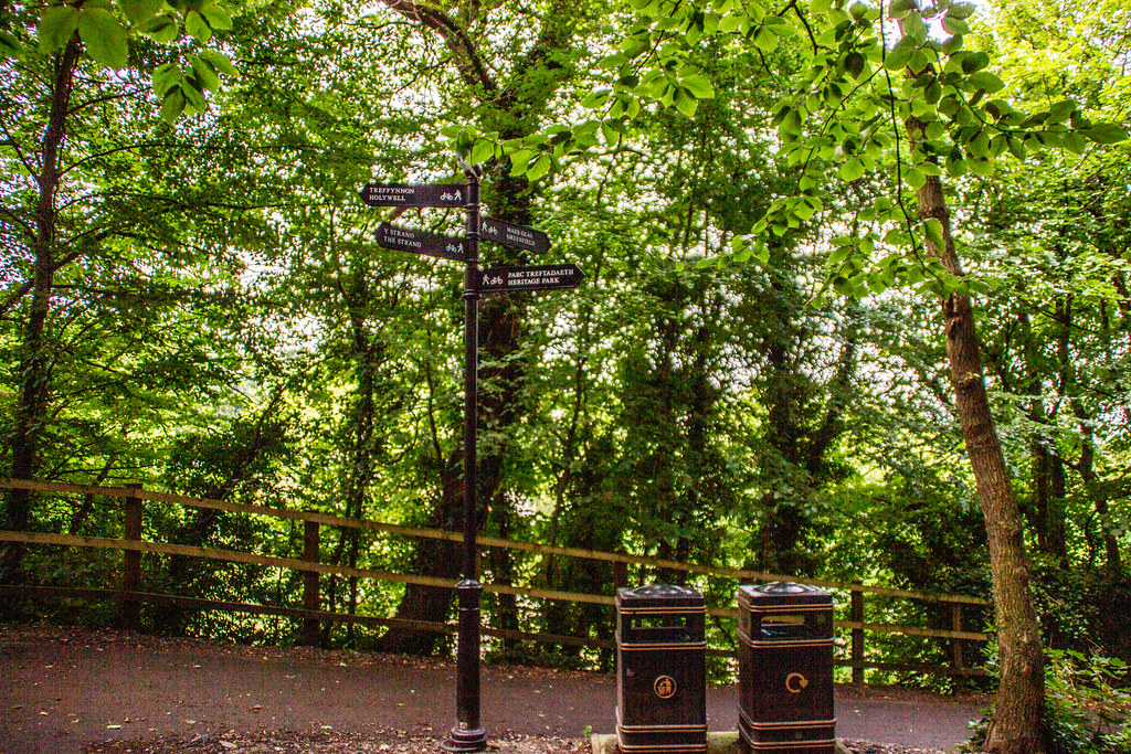 2021 - 07 - 29 - EOS 600D - Signpost - Greenfield - Flintshire - 001