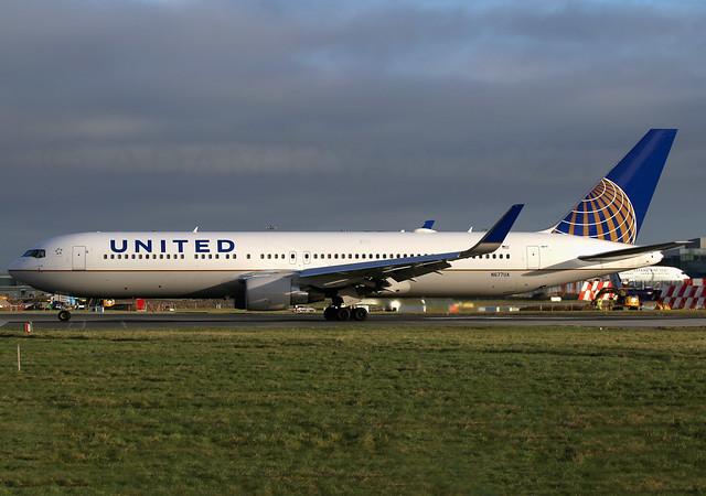 N677UA - United Airlines B767-300
