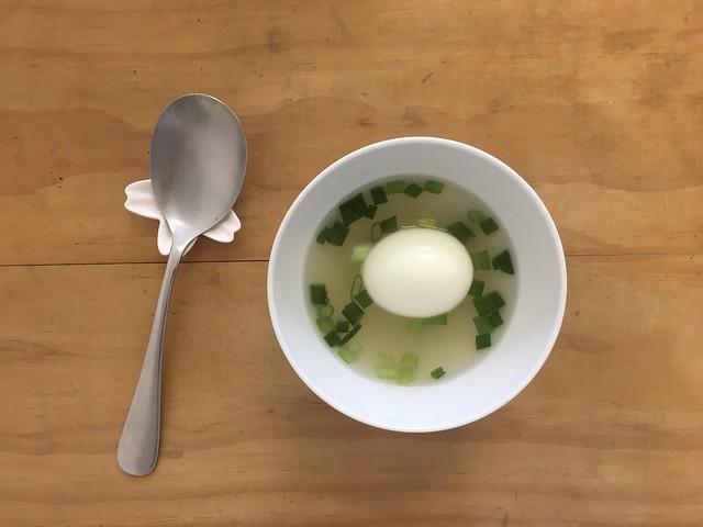 我說我想喝蔥雞湯配水煮蛋,同住家人幫我準備好