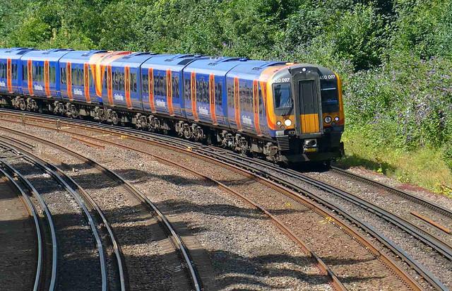 RD21878/02  450 097 at Monks' Bridge.