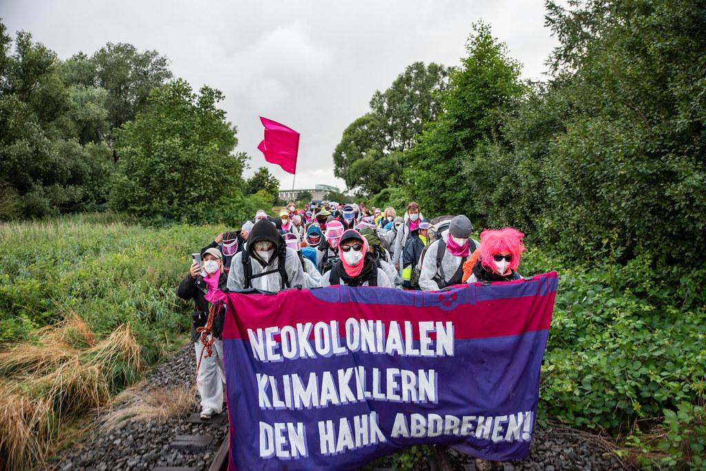 Ende Gelände 2021 in Brunsbüttel - Pinker Finger