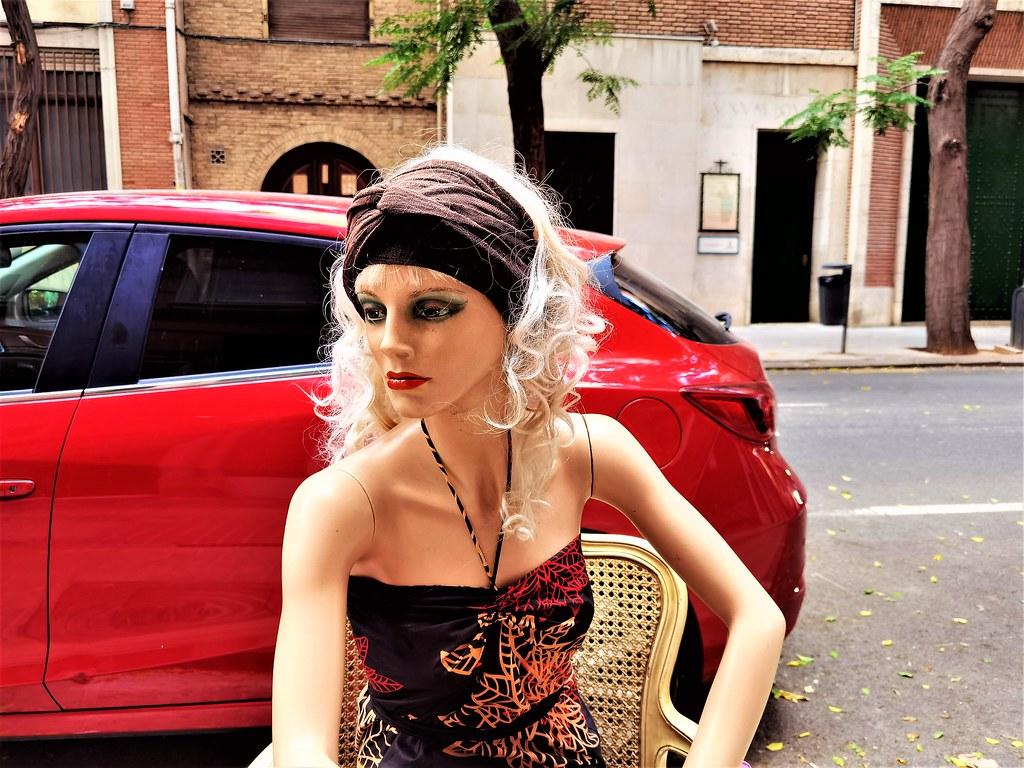 Marilyn Monroe Pirata, frente a su tienda, en pleno corazón de Valencia ciudad