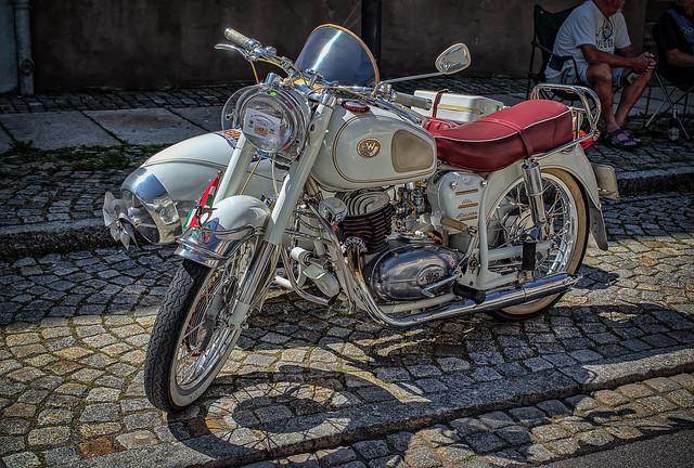 what a wonderful classic WHITE Bike with sidecar