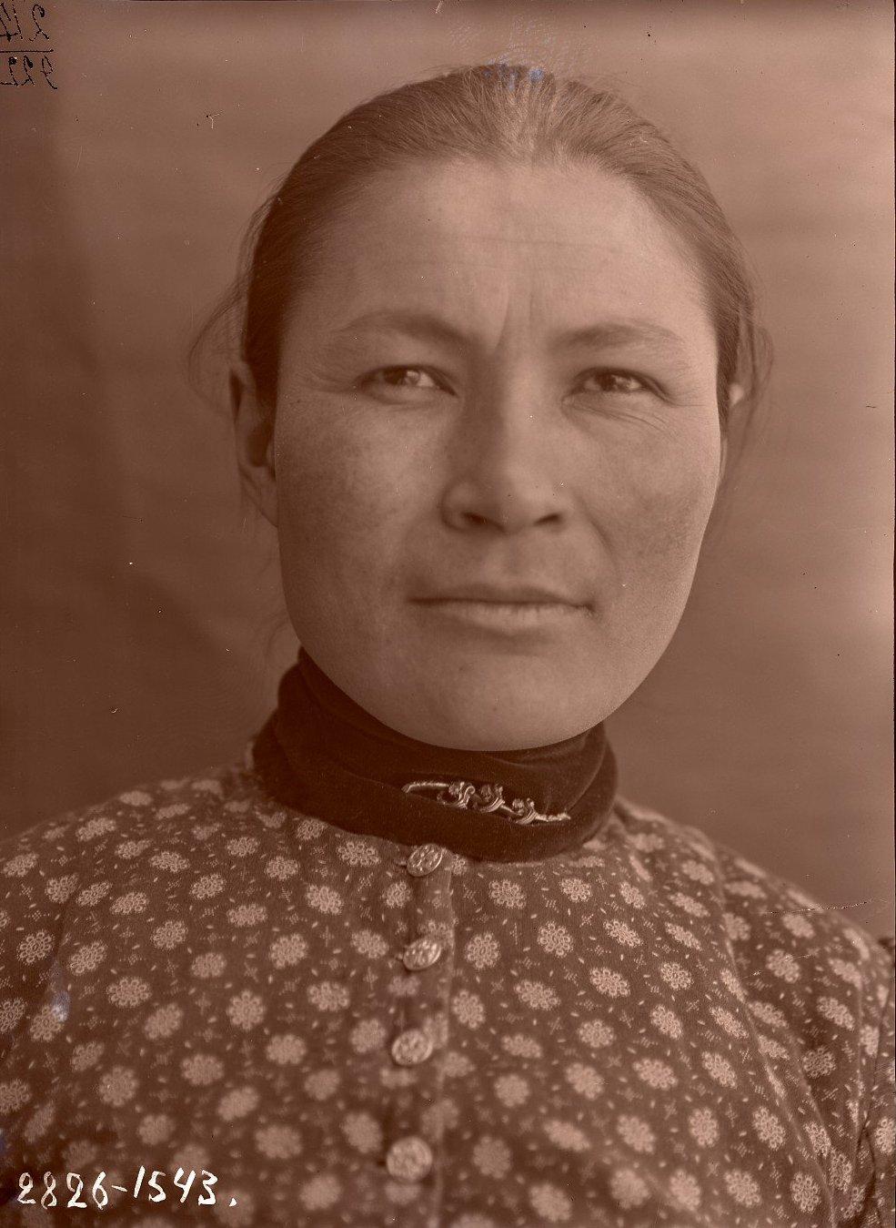 1909. Алеутка Васса Черкашина (фас), Алеутские острова, Умнак остров