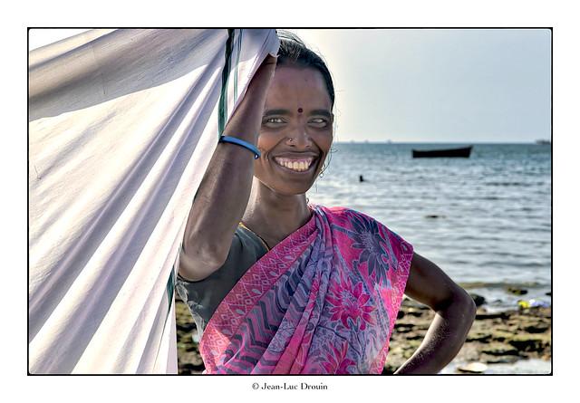 Sourire entre deux saris