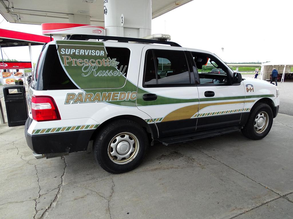 Hawkesbury: Prescott Russel Paramedic Supervisor 4391 Ford Explorer At Gas Station