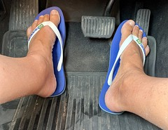 Driving in Havaianas.
