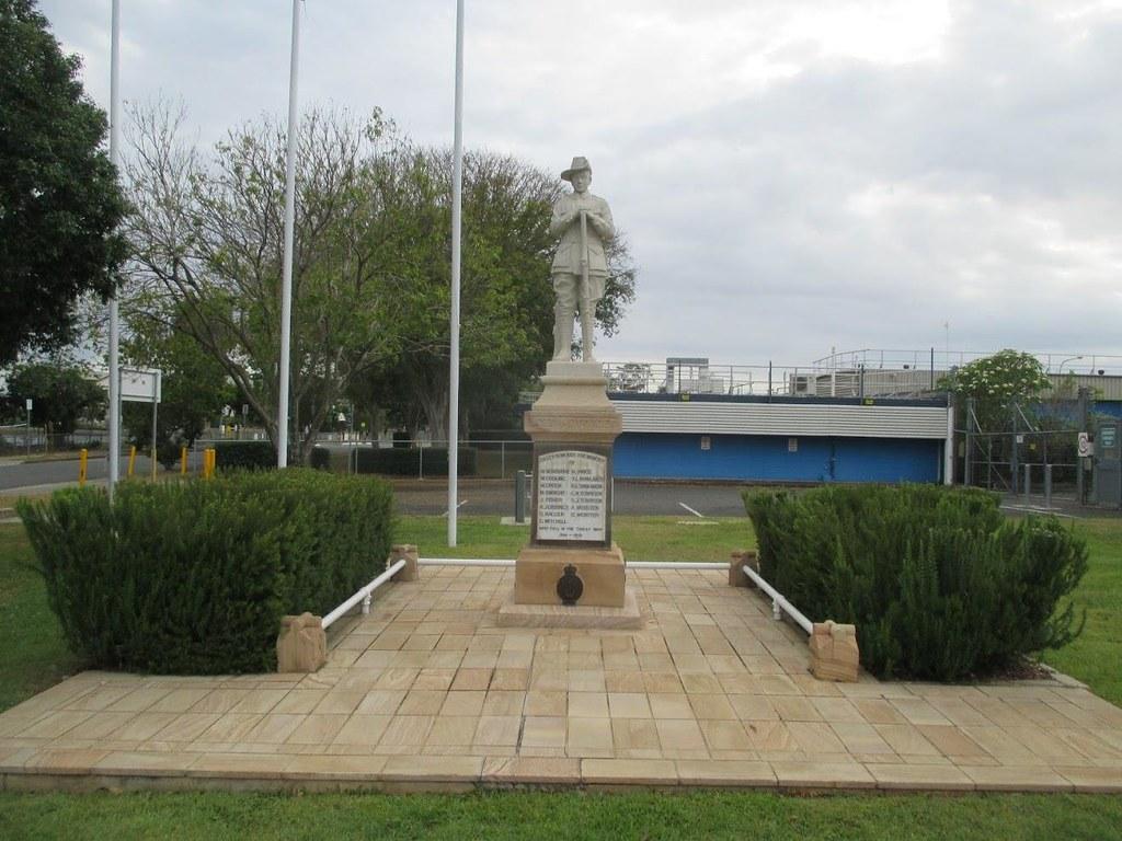 Oxley Qld : War Memorial