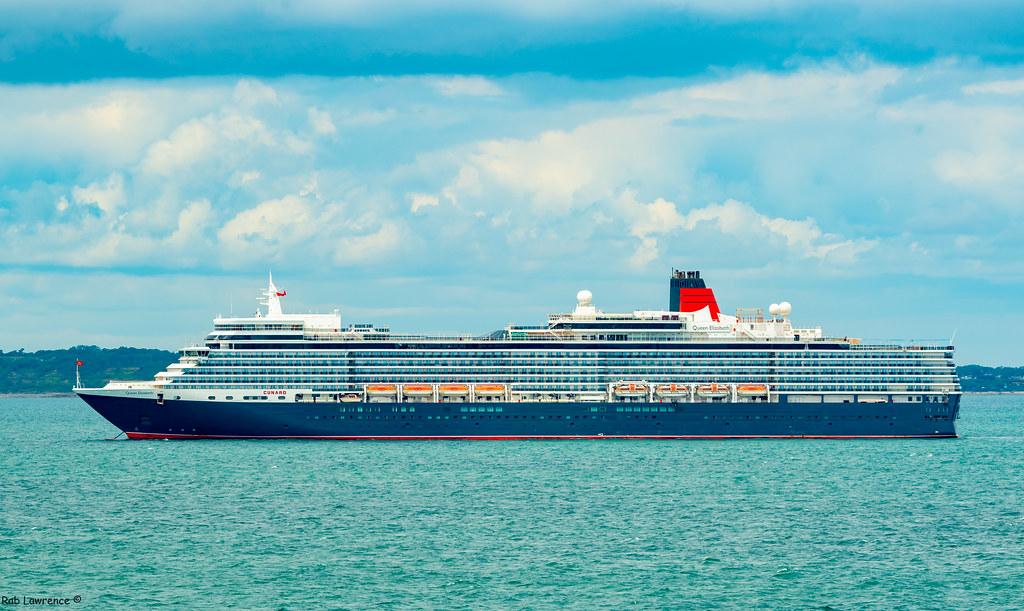 Queen Elizabeth Off Portsmouth .