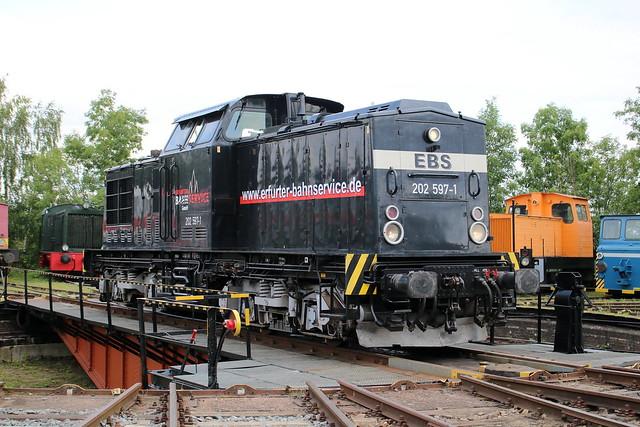 EBS: 202 597-1 auf der Drehscheibe im Eisenbahnmuseum Weimar