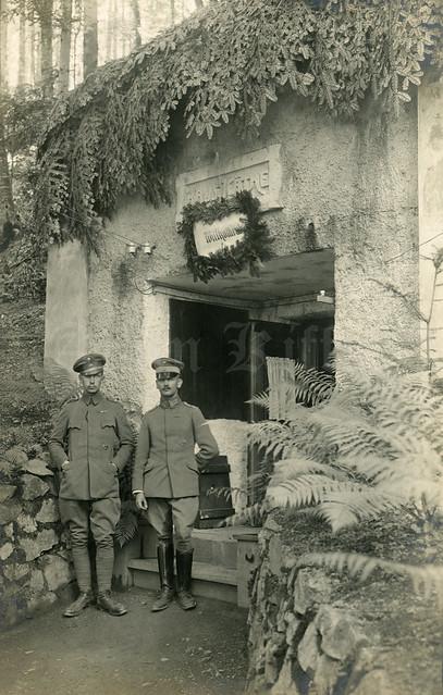 Hartmannswillerkopf : 2 german soldiers in front of Haus Käthe