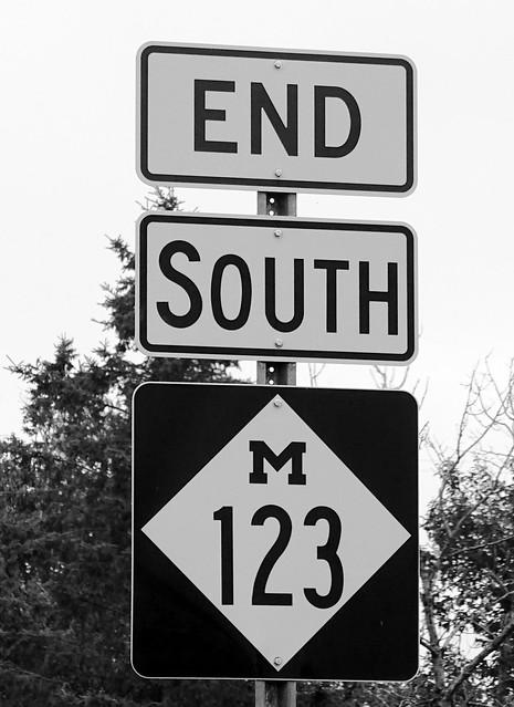 MI, Evergreen Shores-End M 123 Sign