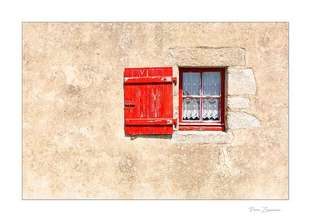 Il y a le possible, cette fenêtre du rêve ouverte sur le réel.                                               Victor Hugo