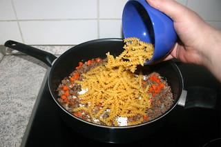 22 - Add pasta / Nudeln hinzufügen