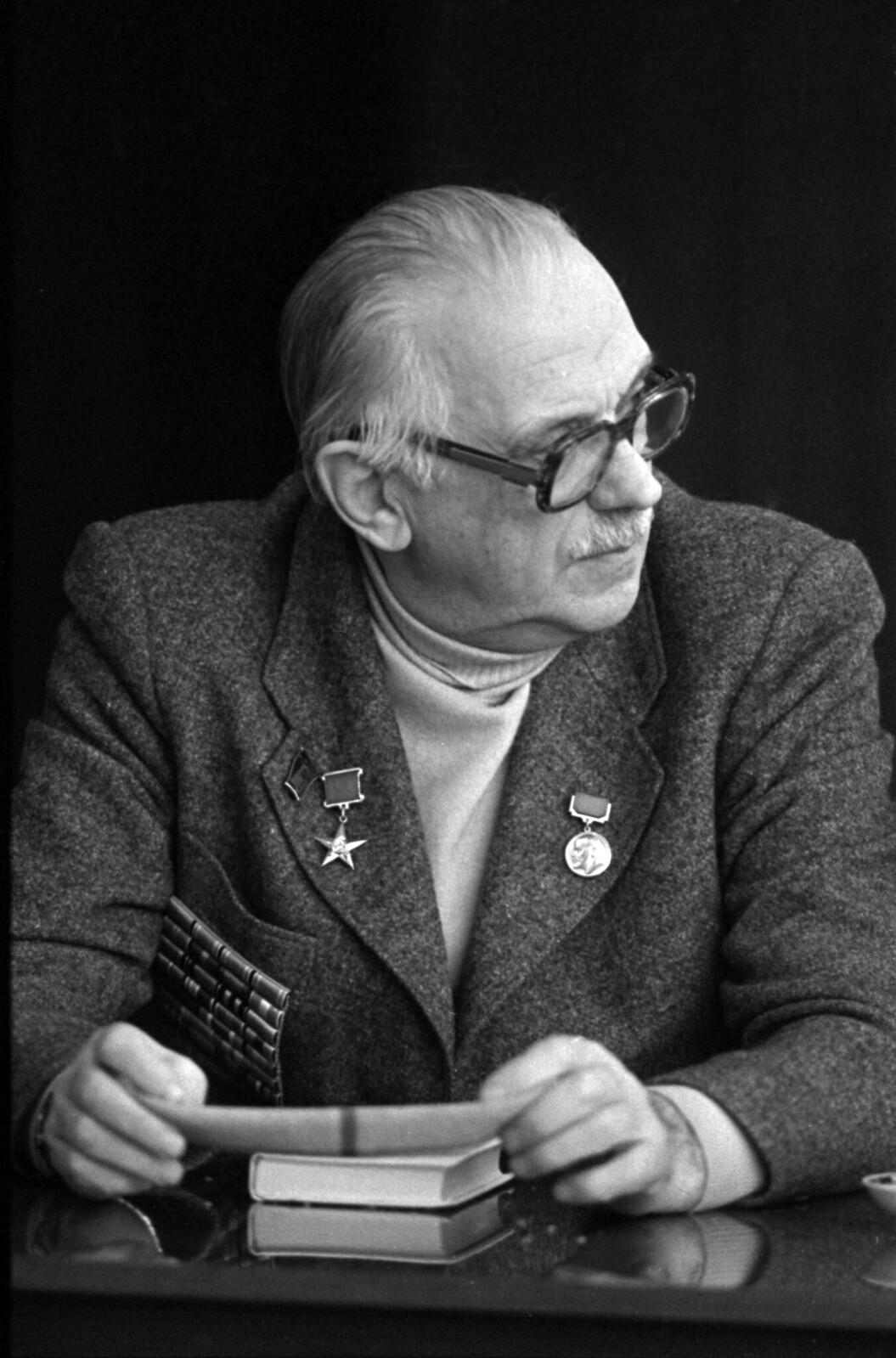 1987. Сергей Михалков на литературной конференции в Перми