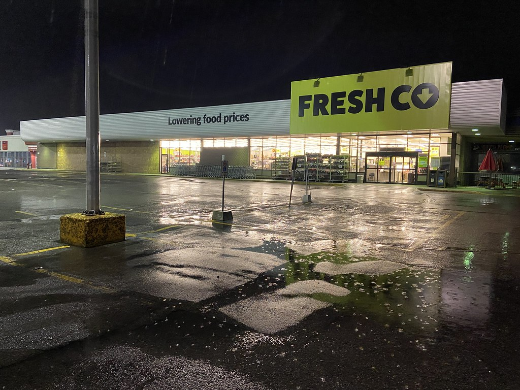 FreshCo, Wentworth and Cedar, Oshawa