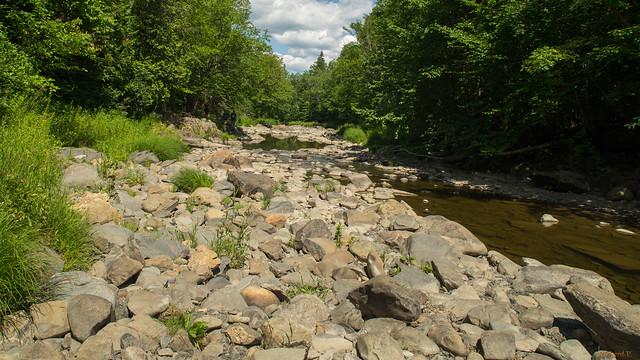 Rivière avec presque pas d'eau, Parc des 7 Chutes, Saint-Georges, Beauce, Canada - 06935