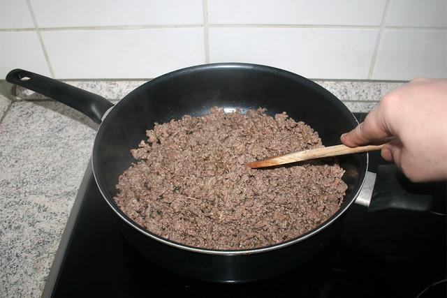 13 - Fry ground meat crumbly / Hackfleisch krümelig anbraten