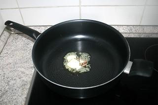 06 - Melt butter in pan / Butter in Pfanne zerlassen