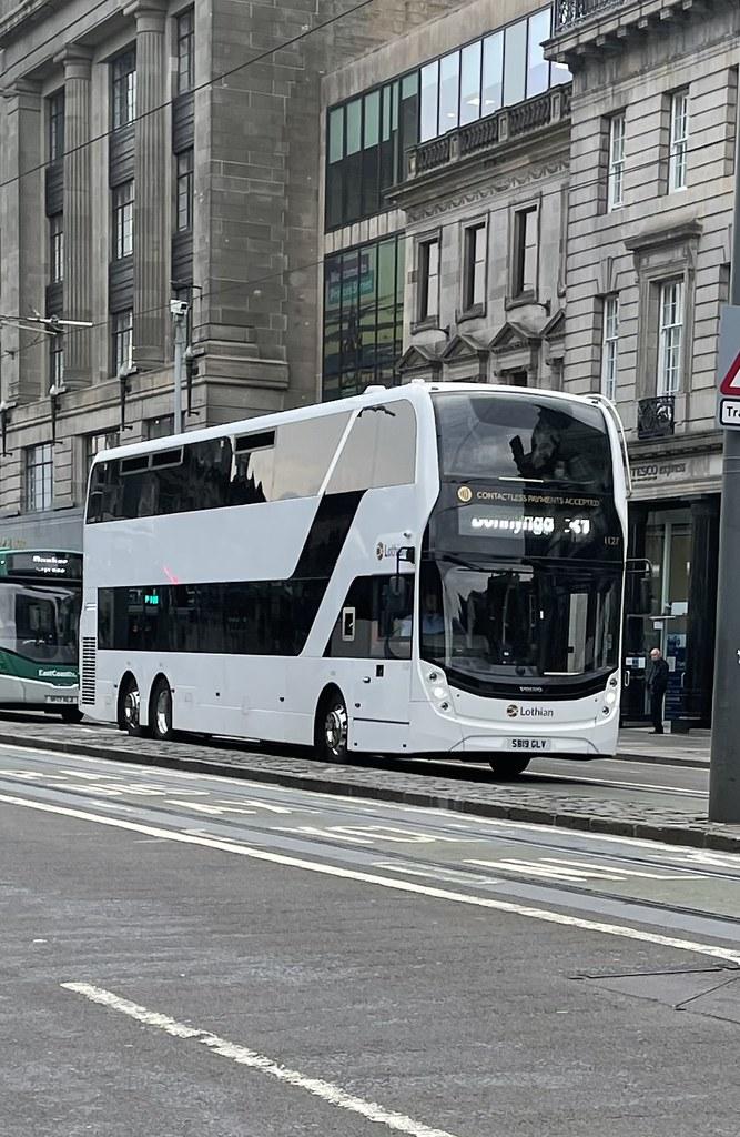 Lothian buses 1127 on the 31 to Bonnyrigg