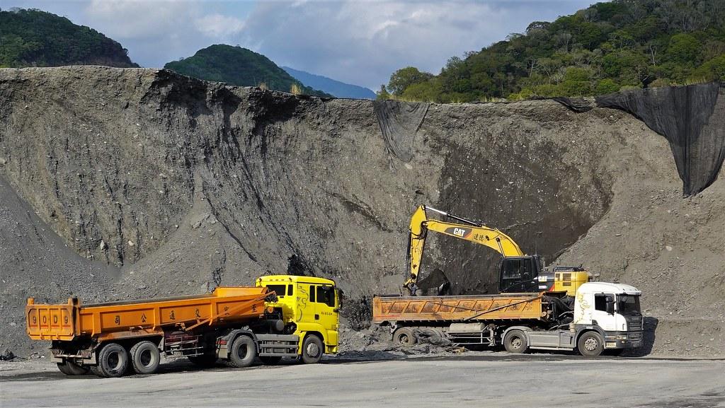 霧社水庫的淤積率全台最高,庫低淤沙堆積如山,台電公司趁著乾旱加緊清淤。本報資料照,孫文臨攝