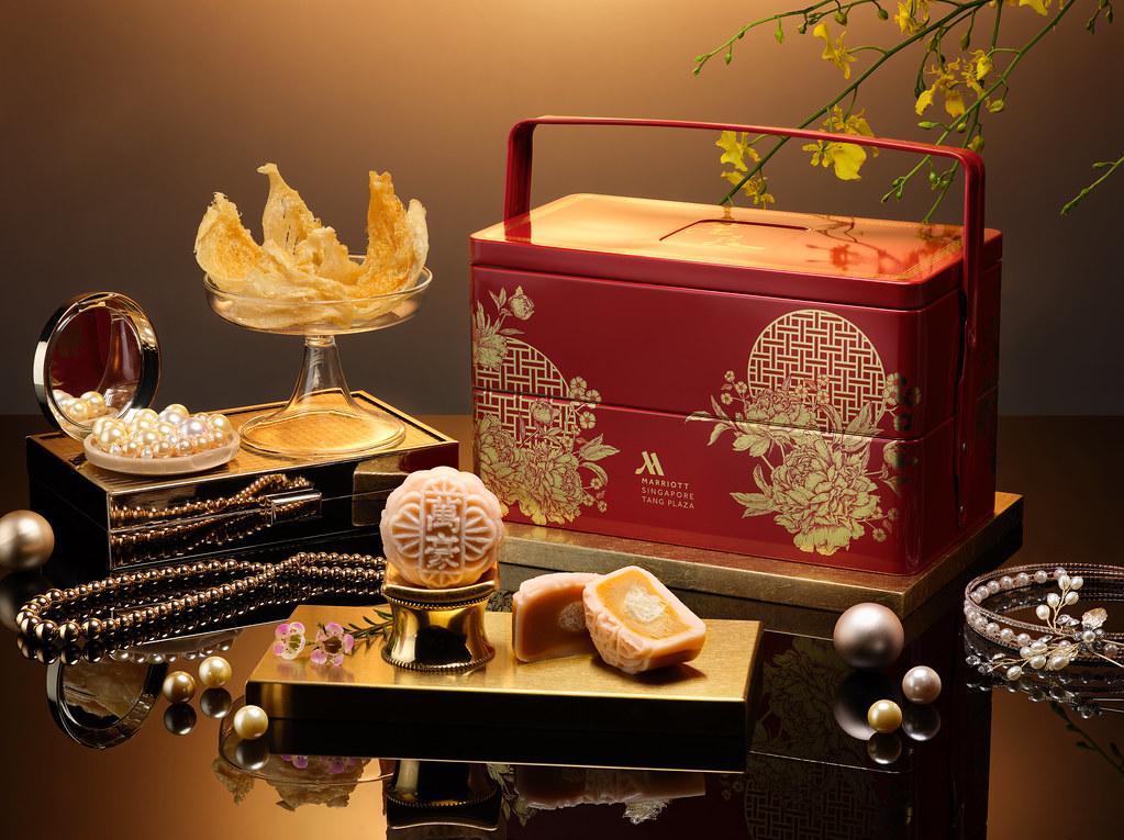 Singapore Marriott Tang Plaza Hotel - Rose Bird's Nest with Golden Custard Paste Snowskin Mooncakes