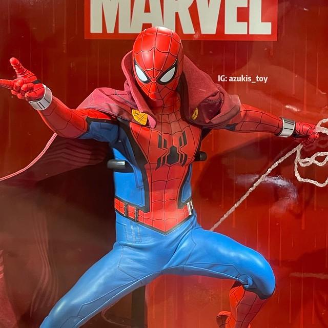 Zombie Hunter Spiderman Hot Toys Display 02