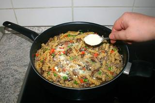 31 - Intersperse Parmesan / Parmesan einstreuen