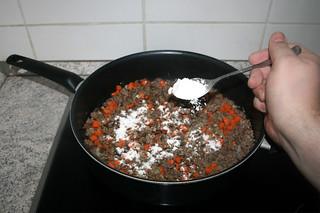21 - Dredge with flour / Mit Mehl bestäuben