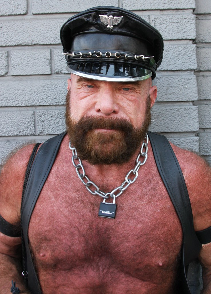 HOT LEATHERMAN MUSCLE  DADDY ! photographed by ADDA DADA at DORE ALLEY  !!!  ( safe  photo )