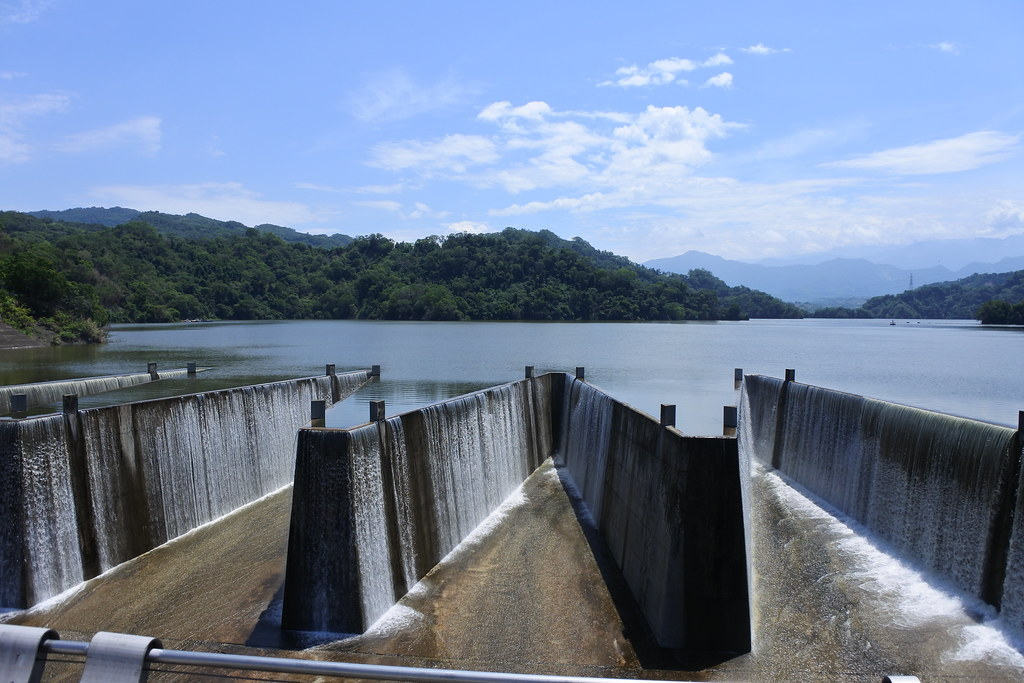 2021年7月底苗栗鯉魚潭水庫滿庫溢流。圖片來源:經濟部水利署中區水資源局