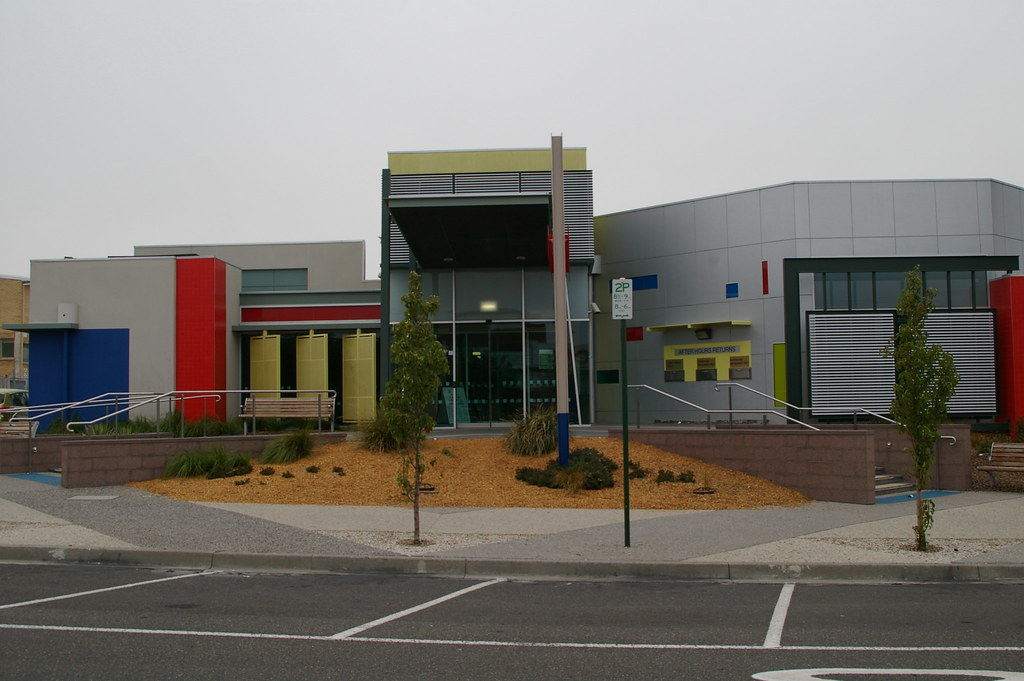 Lalor Library front shot 2007