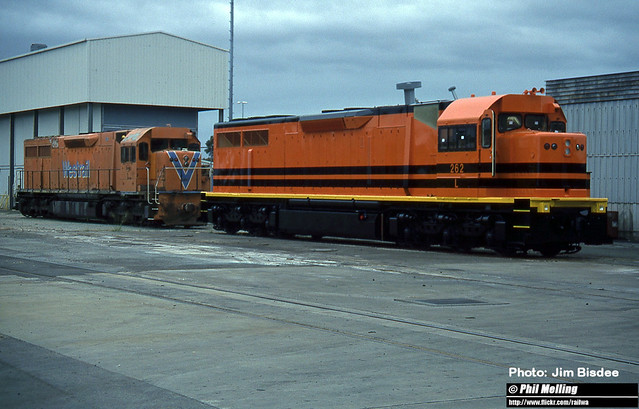 JB2516 L262 first L class to be painted in G&W livery at overhaul at EDI Forrestfield workshop 2001