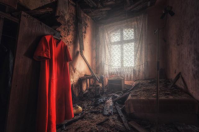 das Kleid der Klavierspielerin