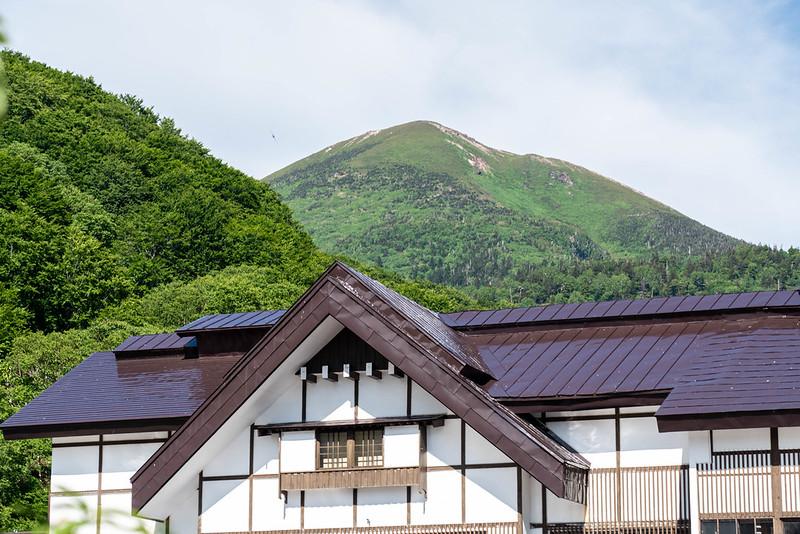 酸ヶ湯温泉から見える八甲田山