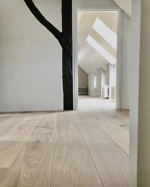 Wit met hout overloop
