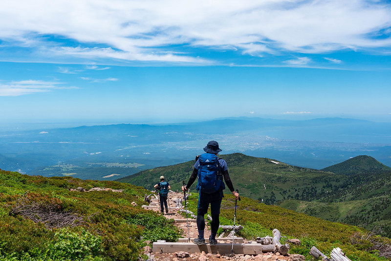 八甲田大岳から下山する