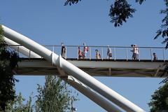 Pasando por el puente.