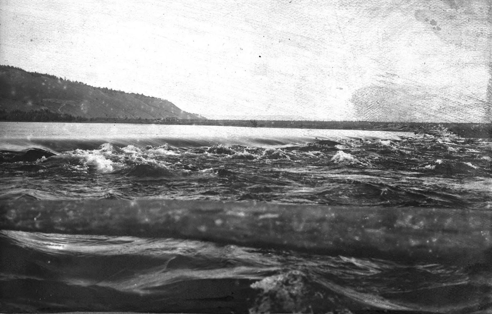 Шлюз на шевыре в верховьях реки Лены.
