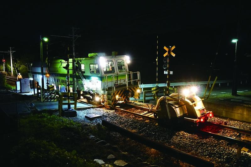 広瀬川原車両基地にてお披露目☆新旧マルチプルタイタンパー・SL・EL撮影会