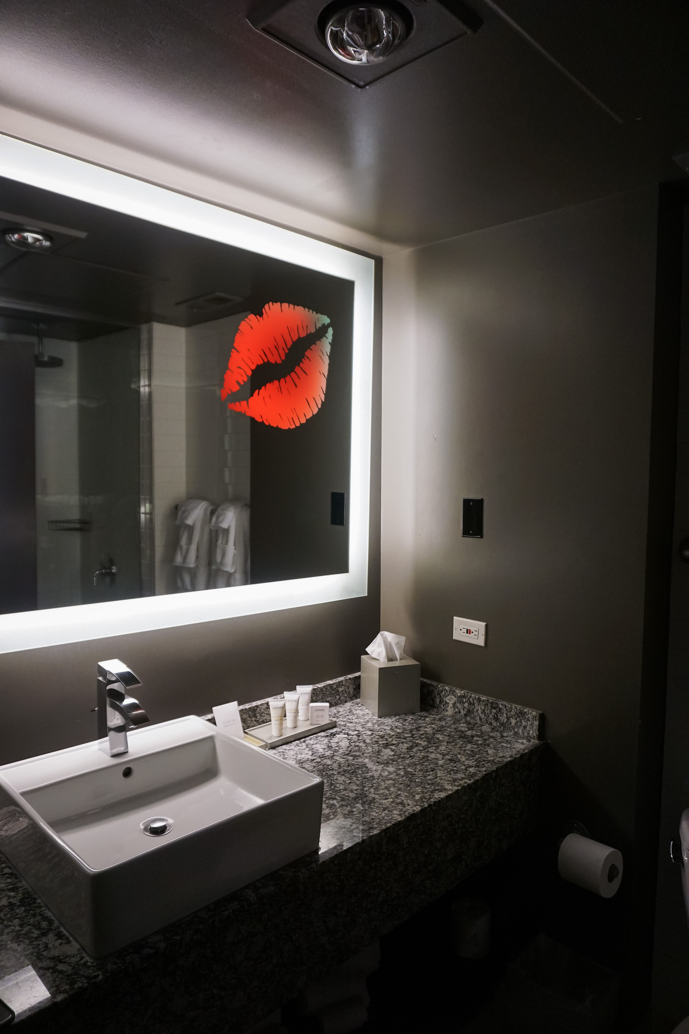 ACME Hotel King Suites