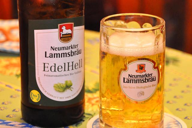 August 2021 ... Bayerischer Abend mit leckerem Bio-Bier ... Brigitte Stolle