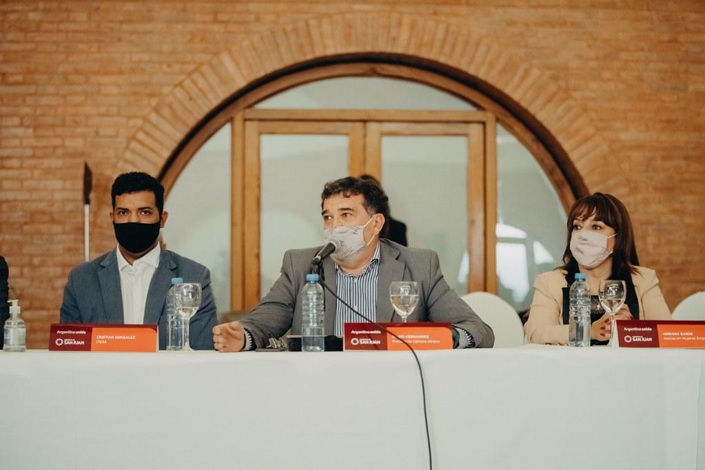 2021-08-05 PRENSA: Sergio Uñac y Martín Guzmán se reunieron con referentes de sector empresarial, federaciones y cámaras de San Juan