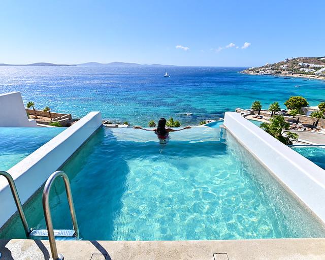 Nuestro hotel con piscina privada en la habitación en Grecia