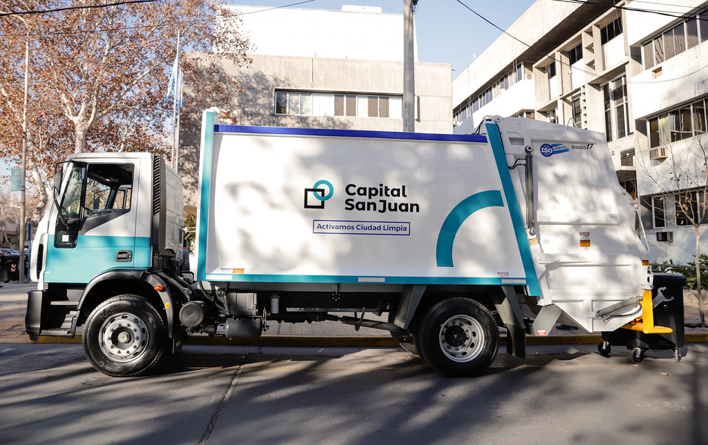 2021-08-05 Presentación de nuevos contenedores y cambión recolector de residuos