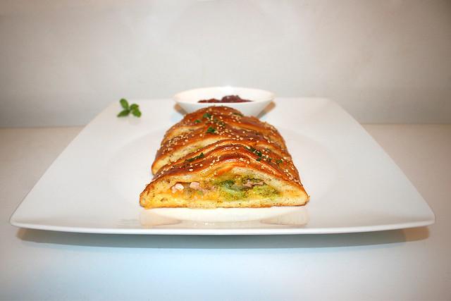 23 - Pizza Stromboli with broccoli, ham, onion & cheddar / mit Brokkoli, Schinken, Zwiebel & Cheddar  - Served / Serviert