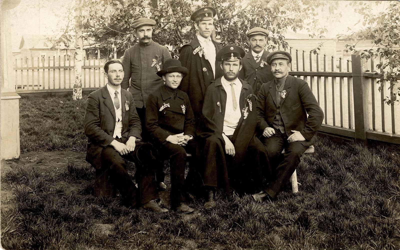 1913. Участники праздника черемухи